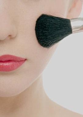 Attenzione ai cosmetici:  la pelle è a  rischio dermatite